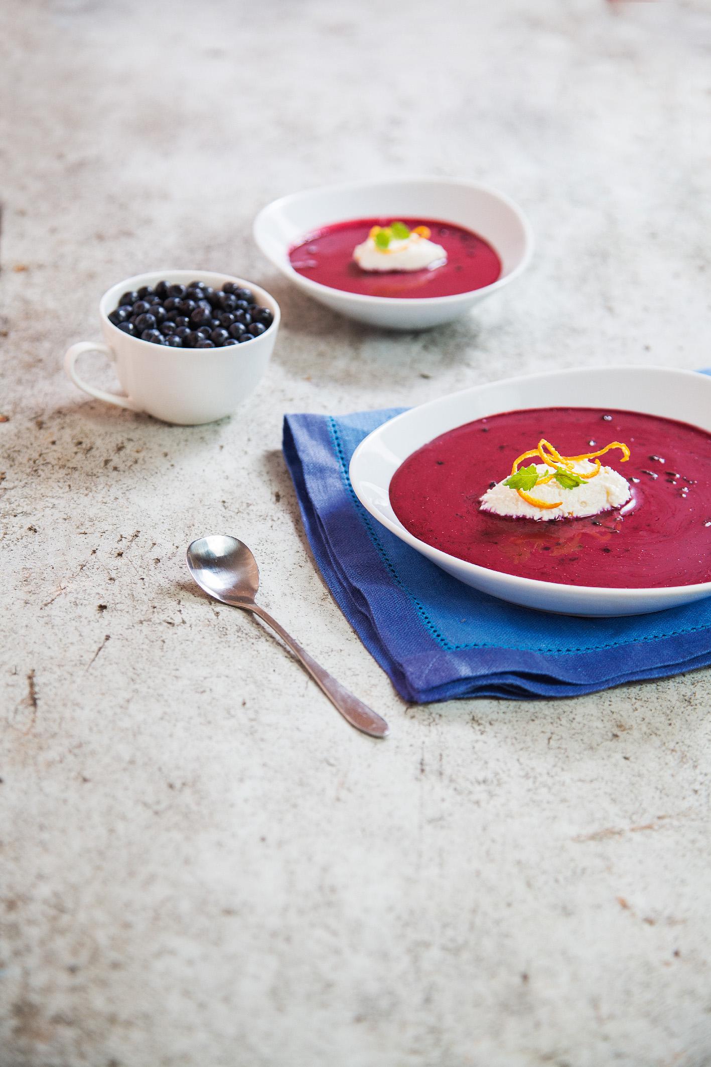 Суп из черники с муссом из творога 1