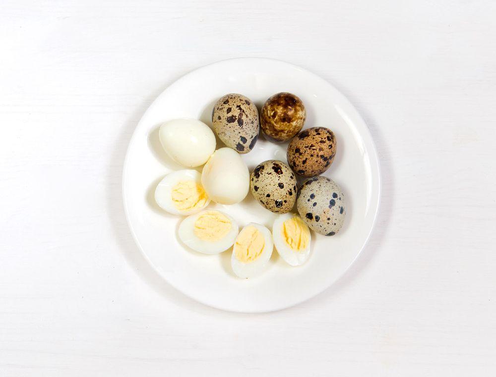 Салат с фузилли и перепелиными яйцами шаг 4
