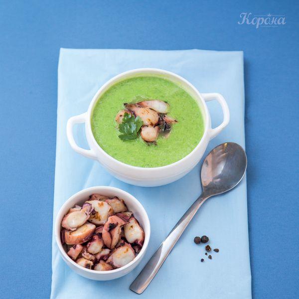 Суп-пюре из зеленого горошка с нежными кальмарами