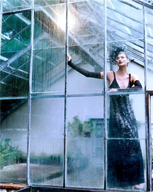 Linda Evangelista for Vogue, December 1996. Photographed by Steven Meisel and styled by Grace Coddington