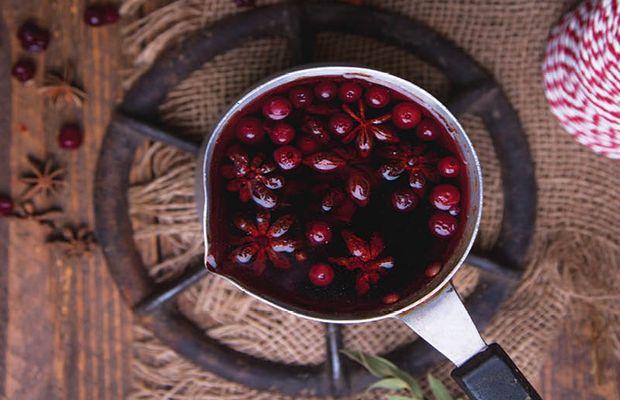 Авторские рецепты от «Короны»: лучшие согревающие напитки ноября — глинтвейн, чай, шоколад