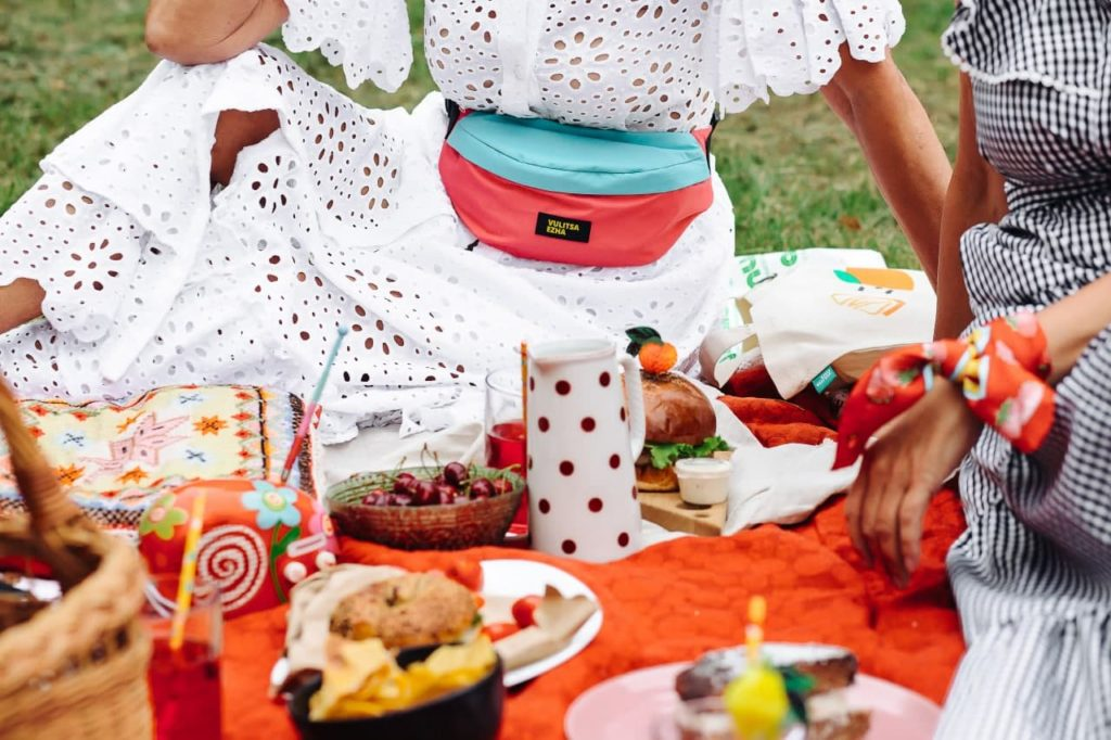 Пикник в Большом городе: отдыхают все! Ageless-модели приглашают на городской пикник Vulitsa Ezha